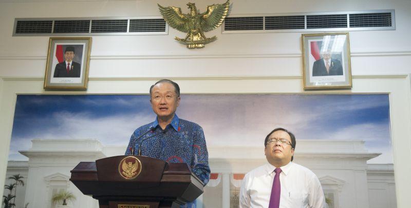 https: img.okeinfo.net content 2019 01 08 20 2001368 kenangan-bos-bank-dunia-jim-yong-kim-di-indonesia-kU7nLSMHGw.jpg