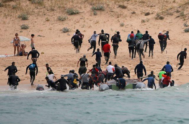https: img.okeinfo.net content 2019 01 09 18 2002273 polisi-spanyol-tangkap-para-penyelundup-migran-ilegal-Sdp0mMt9Pk.jpeg