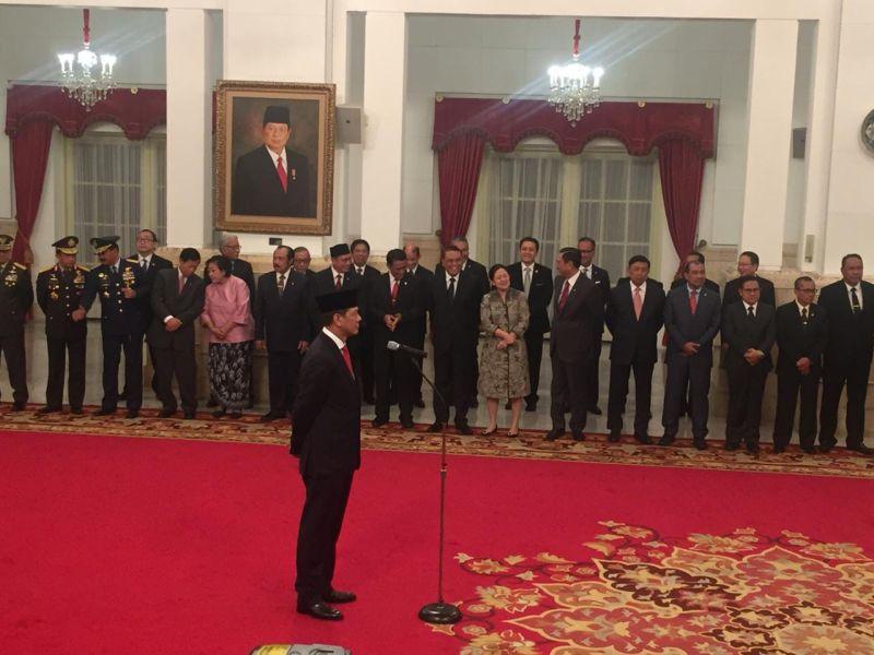 https: img.okeinfo.net content 2019 01 09 337 2001875 dilantik-jokowi-doni-monardo-resmi-jabat-kepala-bnpb-ehiEuBokdr.jpg