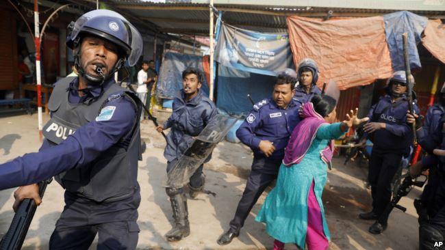 https: img.okeinfo.net content 2019 01 10 18 2002384 demo-buruh-garmen-di-bangladesh-berakhir-rusuh-1-orang-tewas-HWHUX7GXSa.jpg