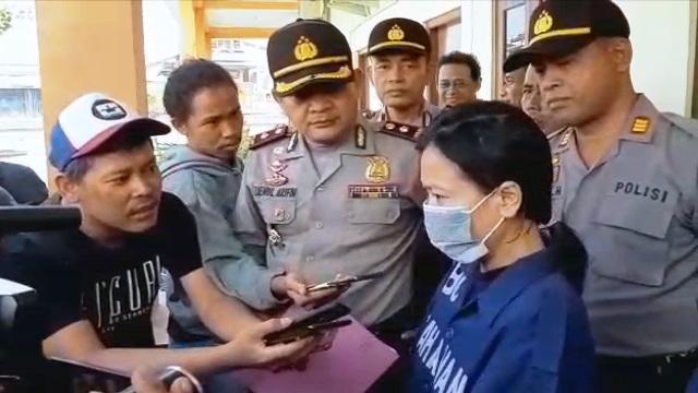 https: img.okeinfo.net content 2019 01 11 512 2003297 edarkan-sabu-buruh-perempuan-ditangkap-polisi-iChpsmiRrL.jpg