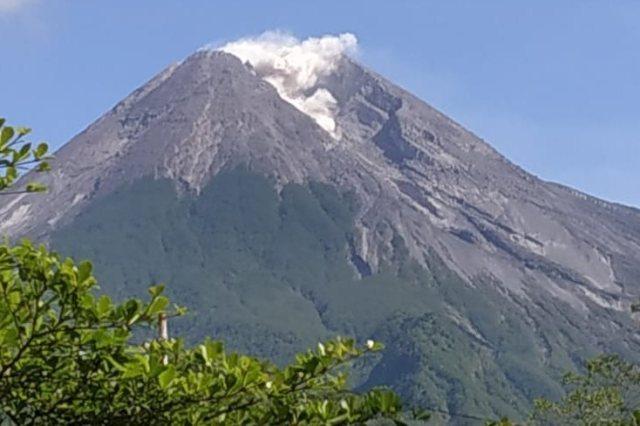 https: img.okeinfo.net content 2019 01 13 512 2003667 dalam-3-menit-gunung-merapi-muntahkan-lava-2-kali-65MGQbt2Fv.jpg