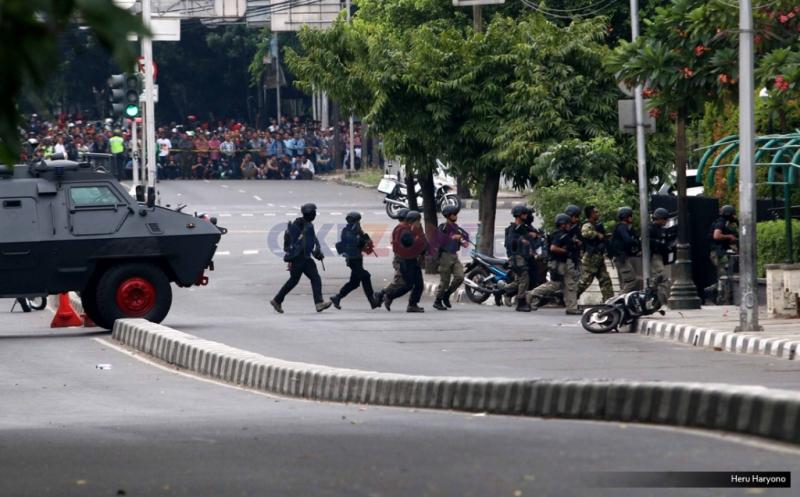 https: img.okeinfo.net content 2019 01 14 337 2003997 peristiwa-14-januari-serangan-bom-di-thamrin-gemparkan-indonesia-8eiVzBSWhB.jpg
