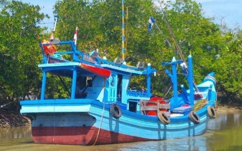https: img.okeinfo.net content 2019 01 15 340 2004838 penampakan-kapal-pembawa-72-kg-narkoba-yang-bertransaksi-di-tengah-laut-iGs7v6Pjz5.jpg