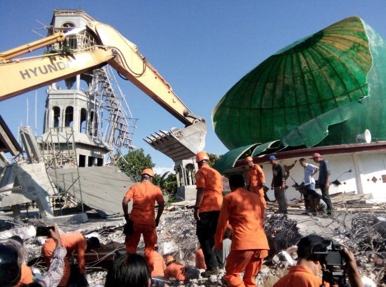 https: img.okeinfo.net content 2019 01 15 340 2004943 dugaan-pungli-dana-pembangunan-masjid-pascagempa-lombok-polisi-geledah-kanwil-kemenag-ntb-5i8DqNjGpP.jpg