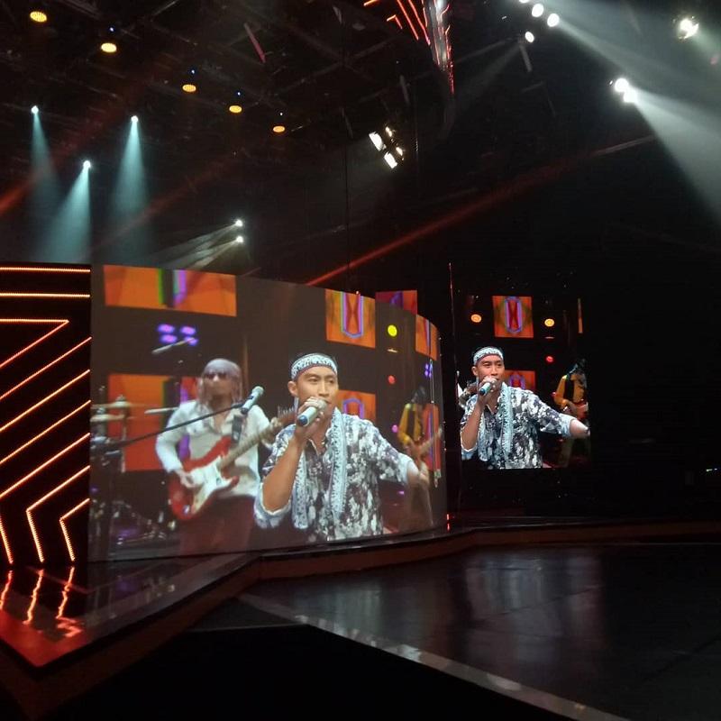 https: img.okeinfo.net content 2019 01 16 598 2004998 tampil-atraktif-tongkat-kayu-tetap-gagal-lolos-live-audition-rising-star-indonesia-UtwgO3UcEn.jpg