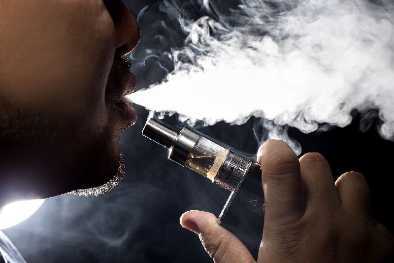 Sementara untuk kategori rokok yang dihangatkan, hanya ada 7 zat yang keluar bersama uap. Jadi dinilai lebih aman.