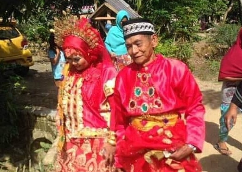 https: img.okeinfo.net content 2019 01 20 340 2006872 viral-romantisnya-kakek-umur-70-tahun-nikahi-wanita-muda-tt9yCmkeZn.jpg