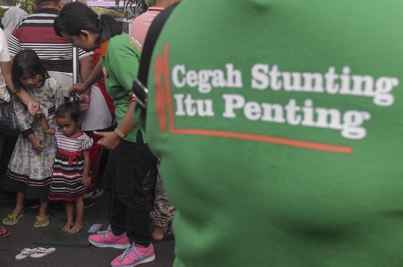 Tim Nusantara Sehat harus bekerja ikhlas ikut menurunkan stunting di tempat mereka ditugaskan.