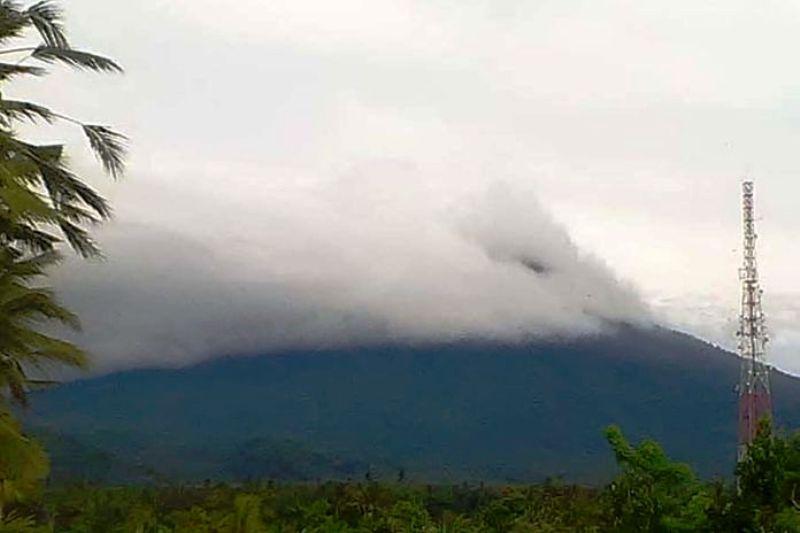 https: img.okeinfo.net content 2019 01 22 244 2007840 gunung-agung-erupsi-lagi-tinggi-kolom-abu-mencapai-2-000-meter-oeV92SXHOT.jpg