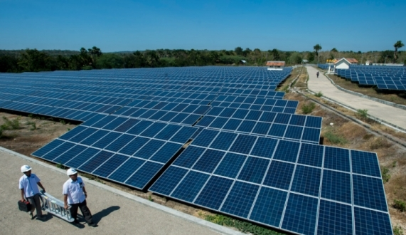 https: img.okeinfo.net content 2019 01 22 278 2007710 kembangkan-energi-terbarukan-chandra-asri-investasi-di-panel-surya-GbNb3AnQhF.jpg