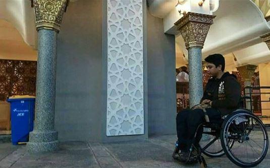 https: img.okeinfo.net content 2019 01 22 337 2007746 viral-pria-tunadaksa-dilarang-salat-di-masjid-padang-netizen-geram-YXvKPmXFus.JPG