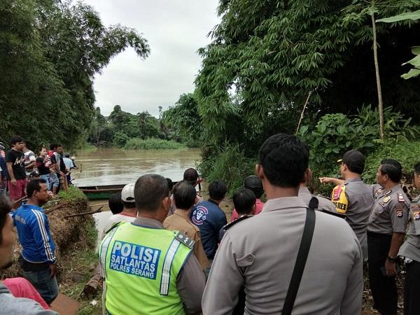 https: img.okeinfo.net content 2019 01 22 340 2007739 perahu-terbalik-dan-hanyut-di-sungai-ciujung-serang-18-selamat-dan-2-hilang-ChgLImg7Ke.jpg