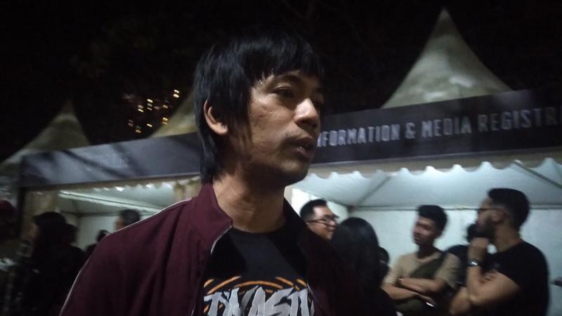 https: img.okeinfo.net content 2019 01 23 33 2008512 viral-wajah-lelah-rian-d-masiv-usai-isi-acara-amal-di-lombok-tdUwiHzP8c.jpg