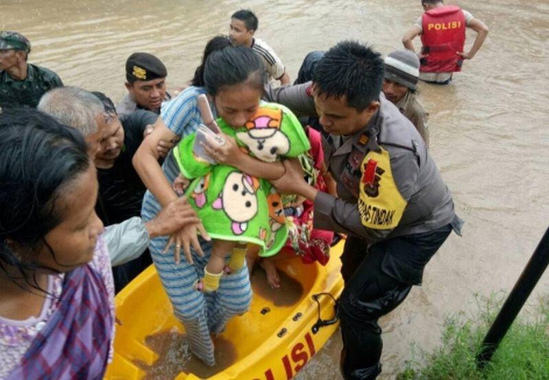 https: img.okeinfo.net content 2019 01 23 609 2008204 banjir-di-gowa-sebabkan-2-121-warga-mengungsi-cKRJbet5KA.jpg