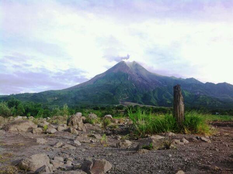 https: img.okeinfo.net content 2019 01 24 510 2008733 gunung-merapi-16-kali-keluarkan-guguran-lava-dalam-satu-hari-2n5gchSdbl.jpg