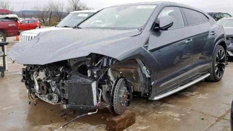 mobil-rusak-tabrakan-kurang-safety