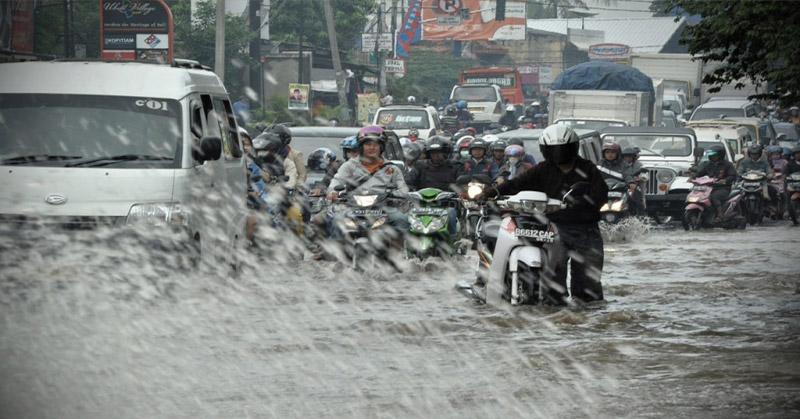 https: img.okeinfo.net content 2019 01 25 338 2009281 pasca-hujan-berikut-7-titik-genangan-di-jakarta-siang-ini-haoAKxBP8b.jpg