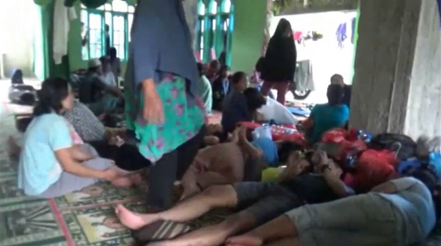 https: img.okeinfo.net content 2019 01 25 609 2009146 banjir-belum-surut-warga-makassar-masih-mengungsi-di-masjid-iJhmEz7WKw.jpg