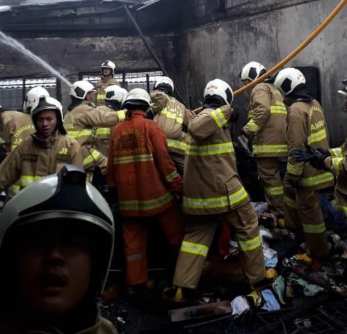 https: img.okeinfo.net content 2019 01 26 338 2009788 permukiman-padat-di-senen-jakpus-kebakaran-27-mobil-damkar-dikerahkan-XlPr4oQVcD.jpg