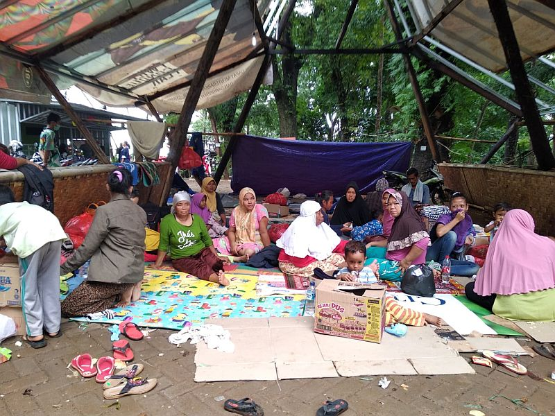 https: img.okeinfo.net content 2019 01 26 340 2009840 bantuan-untuk-korban-tsunami-banten-masih-terus-mengalir-L8e5frUzxe.jpg