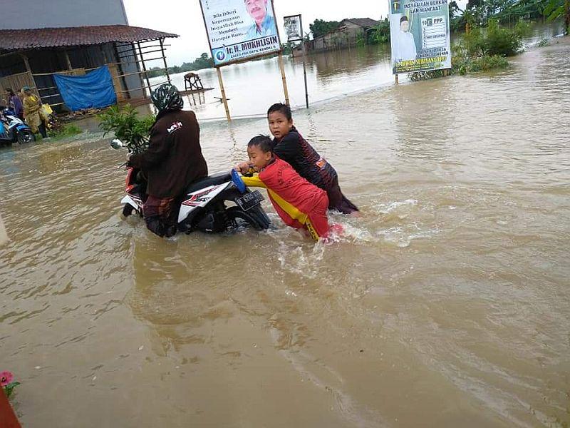 https: img.okeinfo.net content 2019 01 27 512 2010044 30-desa-di-kabupaten-kendal-terendam-banjir-VdxkrZmMJD.jpg