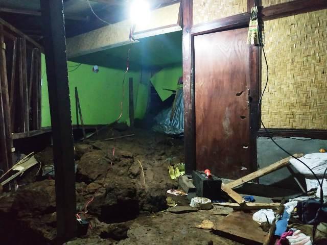 https: img.okeinfo.net content 2019 01 28 244 2010188 longsor-melanda-karangasem-bali-2-warga-meninggal-dan-12-lainnya-luka-luka-AUxzApNM2x.jpg