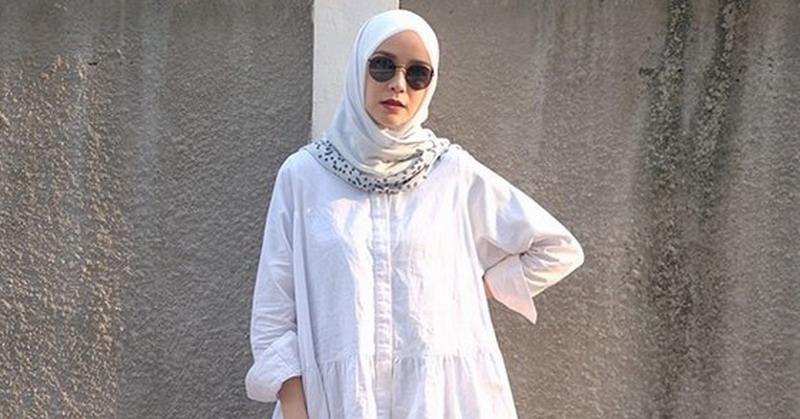 https: img.okeinfo.net content 2019 01 29 33 2010942 mantap-berhijrah-3-selebriti-ini-buka-online-shop-pakaian-muslim-wzf2HBoLVN.jpg