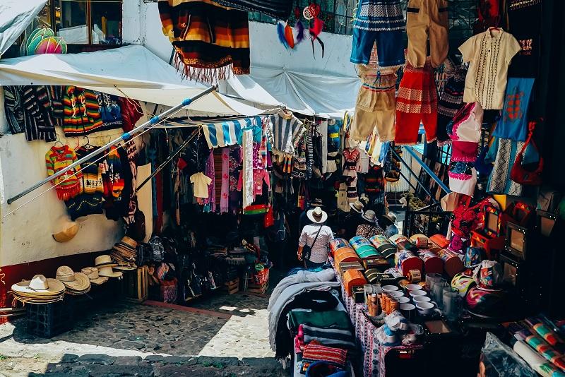 https: img.okeinfo.net content 2019 01 29 406 2010944 5-manfaat-membeli-oleh-oleh-saat-traveling-keliling-indonesia-dengan-aplikasi-traveloka-AuYYFVZXXh.jpg