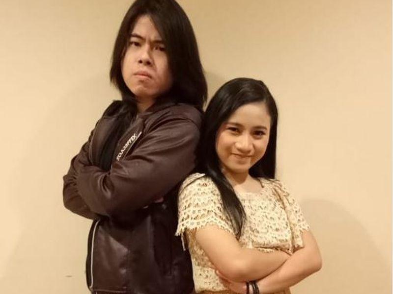 https: img.okeinfo.net content 2019 01 29 598 2010787 lagu-andmesh-kamaleng-bawa-ayu-melaju-ke-final-rising-star-indonesia-ycjFXgpoY9.JPG