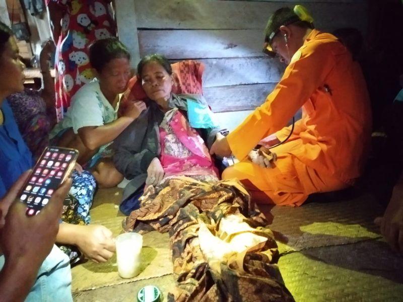 https: img.okeinfo.net content 2019 01 30 340 2011327 kisah-nenek-aminah-hilang-di-hutan-hingga-bertahan-hidup-makan-pucuk-rotan-wEXhOFA8I0.jpg