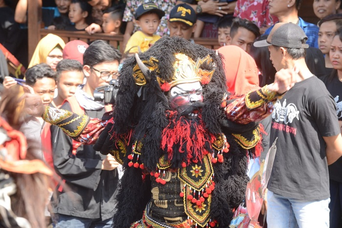 https: img.okeinfo.net content 2019 01 30 406 2011517 punya-99-event-setahun-penuh-banyuwangi-kota-festival-terbaik-indonesia-2BDsuV4WKd.jpg