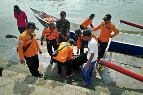 https: img.okeinfo.net content 2019 02 01 512 2012244 pemuda-yang-tiduran-di-jembatan-hingga-jatuh-ke-sungai-ditemukan-tewas-L5hL0kQGf2.JPG