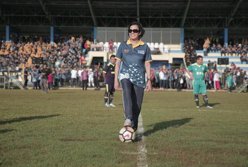 https: img.okeinfo.net content 2019 02 04 20 2013723 begini-gaya-sri-mulyani-senam-hingga-main-bola-TWKXVlCgtq.jpg