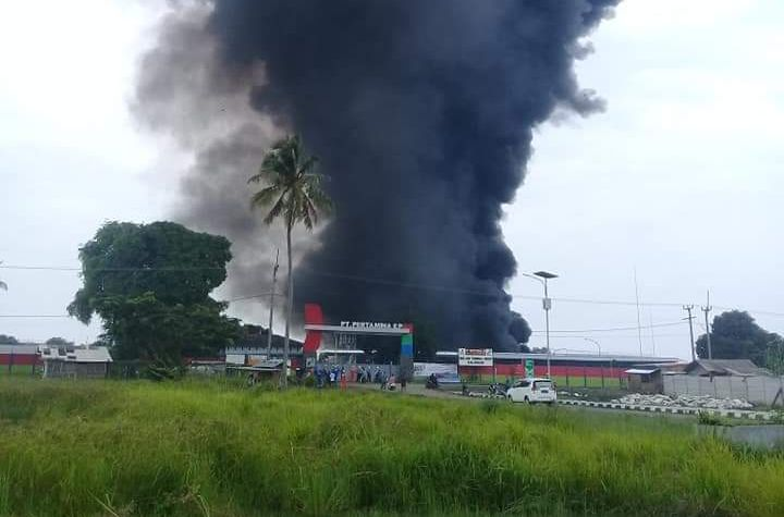 https: img.okeinfo.net content 2019 02 04 525 2013645 kebakaran-di-area-pertamina-ep-balongan-warga-terdengar-3-kali-ledakan-iW9jauicDM.jpg
