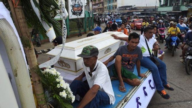 https: img.okeinfo.net content 2019 02 05 18 2013888 pelaku-pengeboman-gereja-di-filipina-diyakini-tiru-aksi-di-surabaya-9RHED2mj4k.jpg
