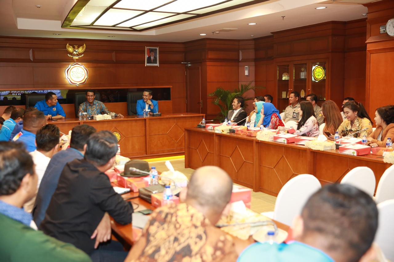 https: img.okeinfo.net content 2019 02 05 320 2013881 tips-sukses-ala-menteri-amran-untuk-pemuda-indonesia-eJEWuwcgQN.jpeg