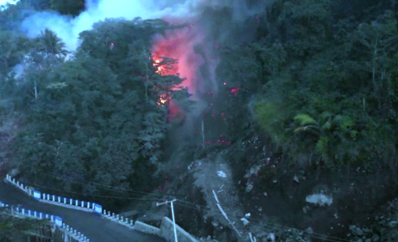 https: img.okeinfo.net content 2019 02 05 340 2014097 guguran-lava-gunung-karangetang-meluncur-ke-4-desa-ratusan-jiwa-mengungsi-ZbRu4Q5Yxc.png