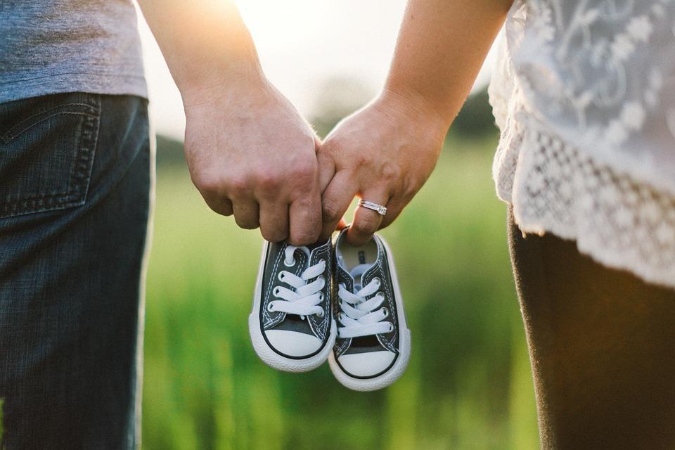 https: img.okeinfo.net content 2019 02 06 196 2014397 perkawinan-anak-dan-program-kb-jadi-sorotan-di-hari-keluarga-nasional-2019-0Vz589JfCN.jpg