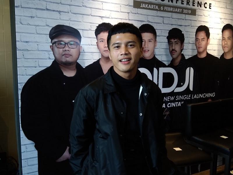 https: img.okeinfo.net content 2019 02 06 205 2014463 yusuf-ubay-jebolan-indonesian-idol-gantikan-giring-ganesha-jadi-vokalis-nidji-aktq4njHZA.jpg