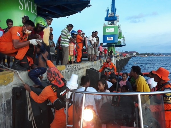 https: img.okeinfo.net content 2019 02 06 340 2014263 dalam-sehari-6-perahu-terbalik-di-perairan-monokwari-papua-barat-rO4jglCWwo.jpg