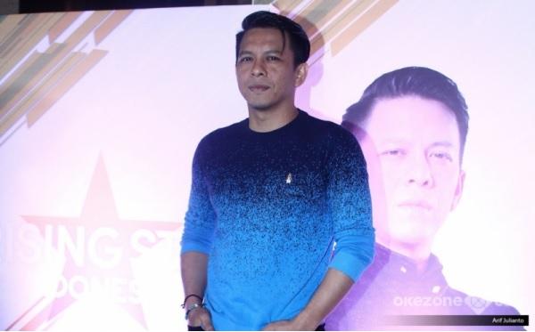https: img.okeinfo.net content 2019 02 06 598 2014139 ariel-ajak-salah-satu-peserta-rising-star-indonesia-duet-dengan-noah-7KYUYAUH1k.jpg
