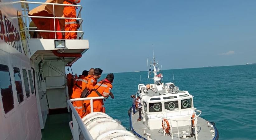 https: img.okeinfo.net content 2019 02 07 340 2014726 tugboat-tabrakan-dengan-kapal-tanker-di-selat-singapura-2-abk-hilang-vMjjEjSeGl.jpg