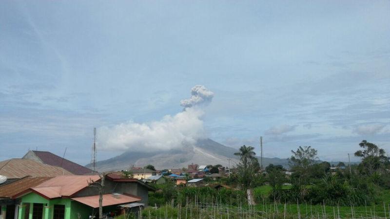 https: img.okeinfo.net content 2019 02 07 340 2014793 gunung-sinabung-berstatus-awas-masyarakat-diimbau-waspadai-banjir-lahar-dingin-vphEUCV8ud.jpg