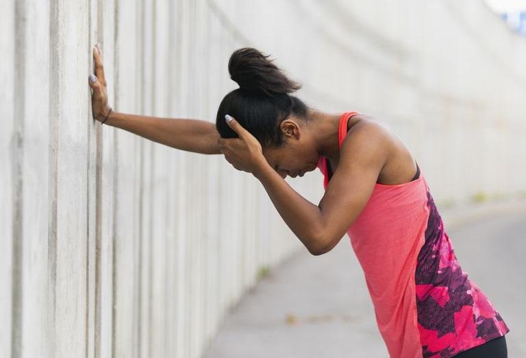 https: img.okeinfo.net content 2019 02 08 481 2015483 sakit-kepala-saat-berolahraga-ini-penyebabnya-3ZbnbPXw0K.jpg