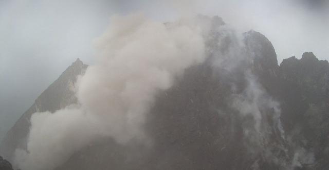 https: img.okeinfo.net content 2019 02 08 512 2015096 gunung-merapi-semburkan-awan-panas-warga-diminta-waspada-hujan-abu-DyaPwBJEi8.jpg