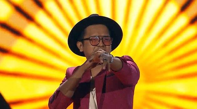 https: img.okeinfo.net content 2019 02 08 598 2015090 nyanyi-lagu-bruno-mars-di-the-voice-indonesia-derry-sukses-buat-titi-dj-bergoyang-o40xDwU6K9.jpg