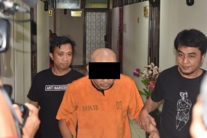 https: img.okeinfo.net content 2019 02 08 609 2015399 pengedar-sabu-di-makassar-melawan-polisi-hadiahi-timah-panah-Xo71TKrhVm.jpg
