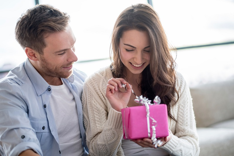 https: img.okeinfo.net content 2019 02 09 196 2015785 ramalan-cinta-hari-valentine-ini-3-zodiak-yang-bakal-beruntung-hf0xob4meV.jpg