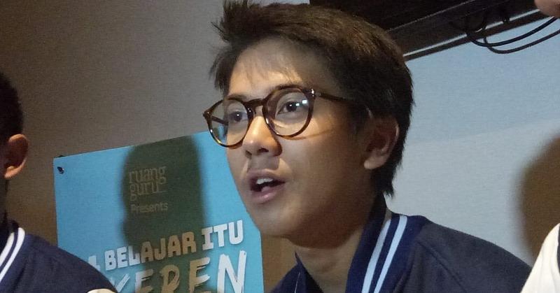 https: img.okeinfo.net content 2019 02 09 33 2015818 dear-fans-ini-lho-yang-bikin-iqbaal-ramadhan-bete-D12rpY9t55.jpg